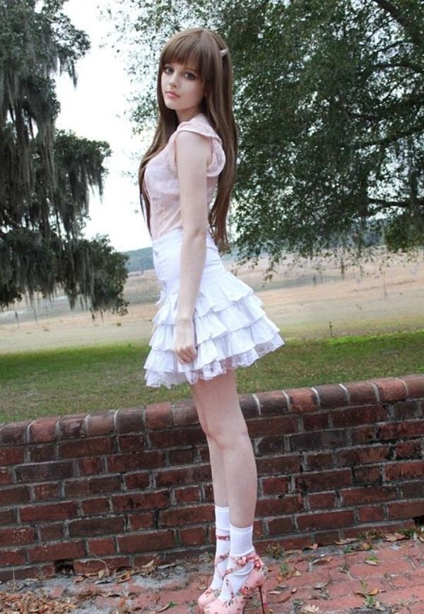 living-barbie-doll-dakota-rose- (15)