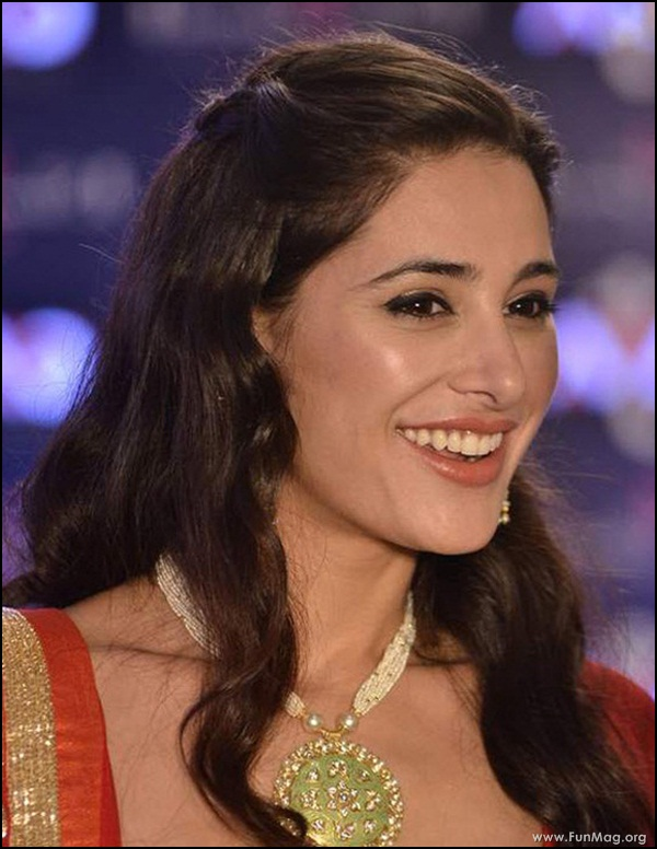 nargis-fakhri-in-red-indian-dress- (2)