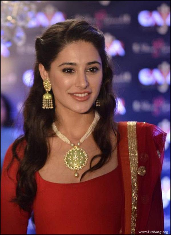 nargis-fakhri-in-red-indian-dress- (9)