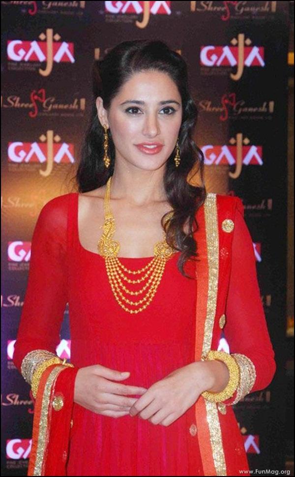 nargis-fakhri-in-red-indian-dress- (17)