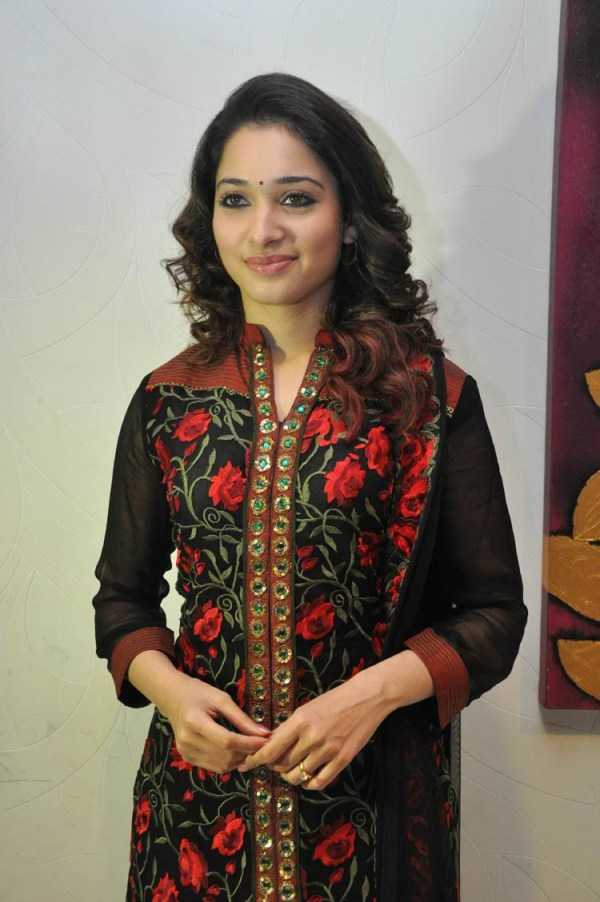 tamanna-in-black-embroidered-dress-20-photos- (2)