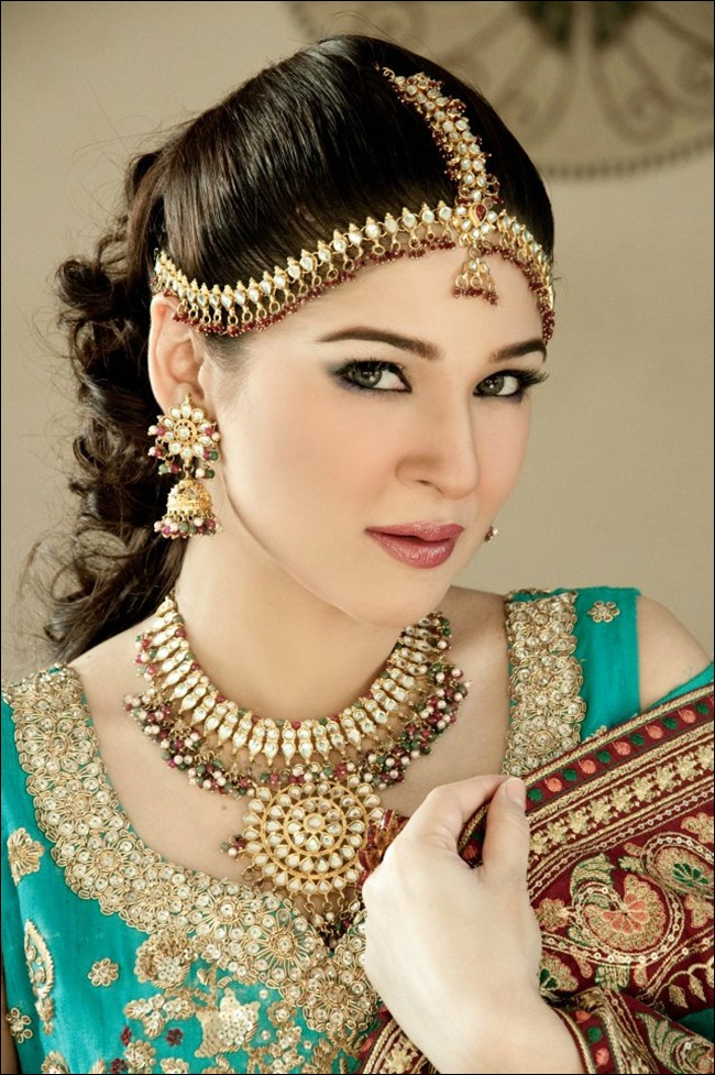 ayesha-omar-bridal-makeover-by-aish-ishrat-beauty-salon- (6)