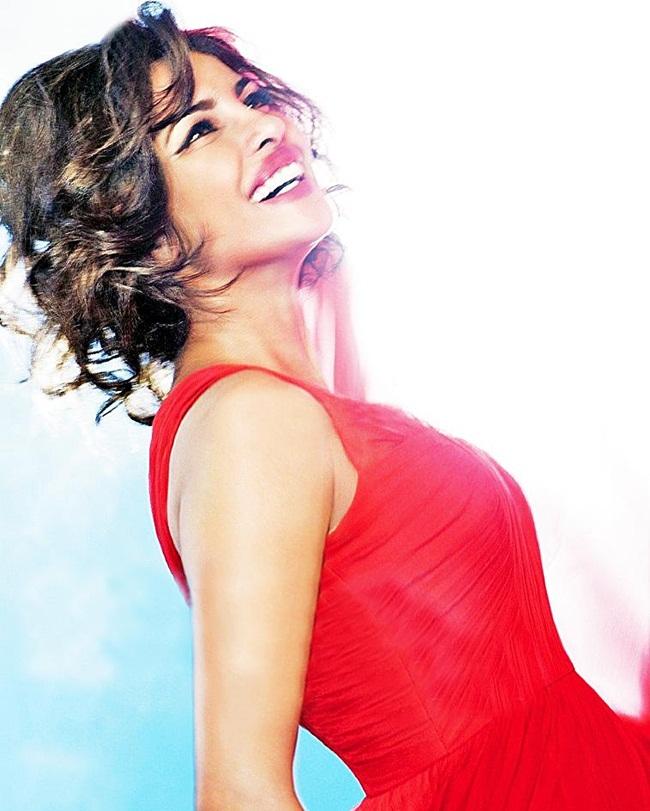 priyanka-chopra-photoshoot-for-hello-magazine- (6)