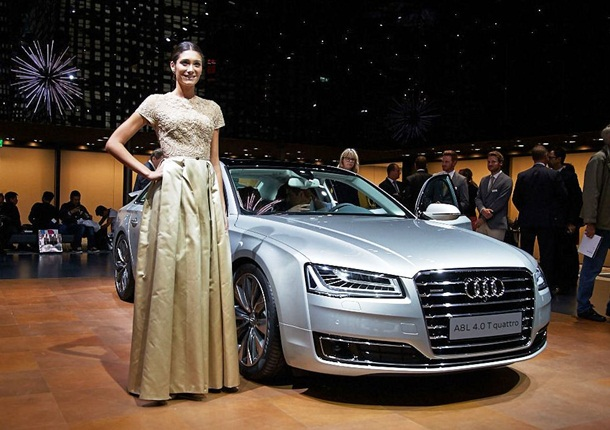 girls-with-cars-at-franfurt-motor-show-2013- (1)