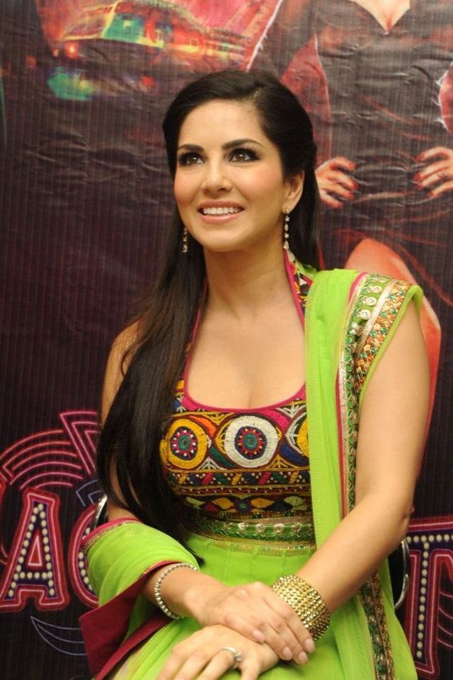 sunny-leone-photos-in-indian-dress- (13)
