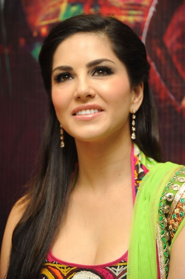 sunny-leone-photos-in-indian-dress- (2)