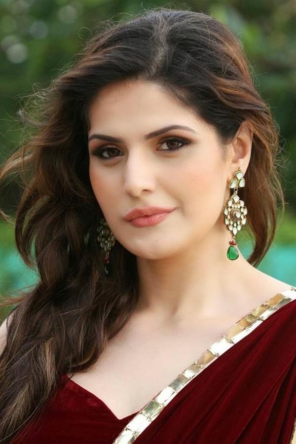 zarine-khan-in-maroon-saree- (1)