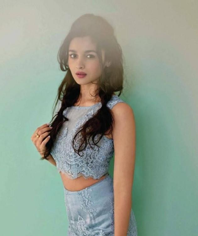 alia-bhatt-photoshoot-for-elle-magazine-january-2014- (5)