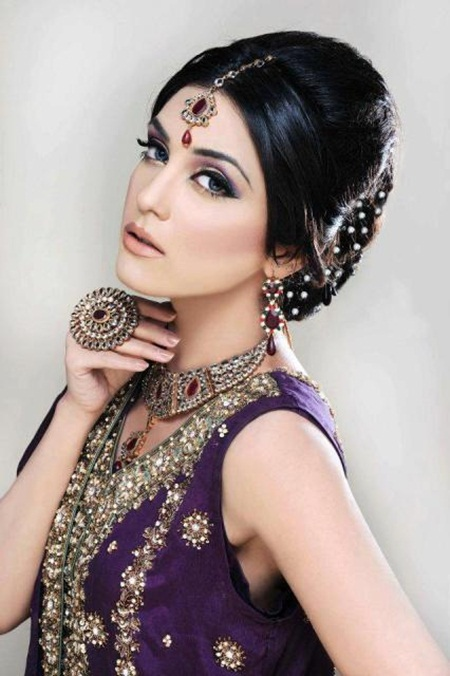 maya-ali-in-bridal-makeup-by-makeup-artist-khawar-riaz- (1)