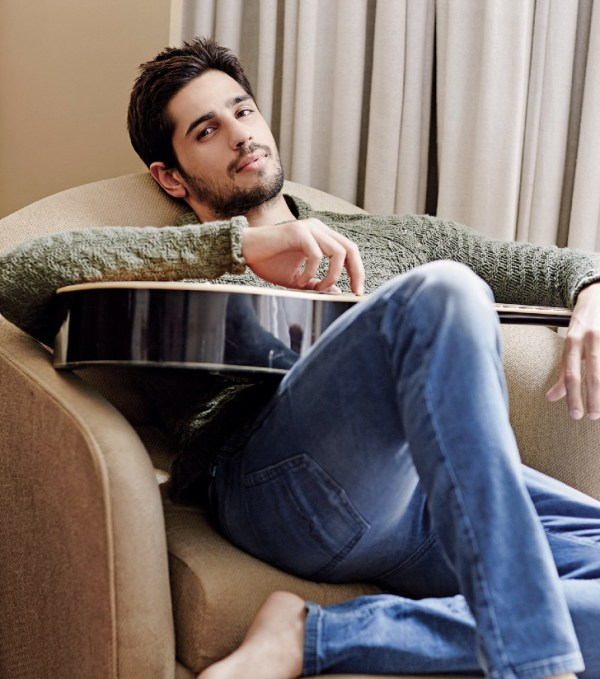 parineeti-chopra-and-sidharth-malhotra-photoshoot-for-filmfare-magazine-february-2014- (13)