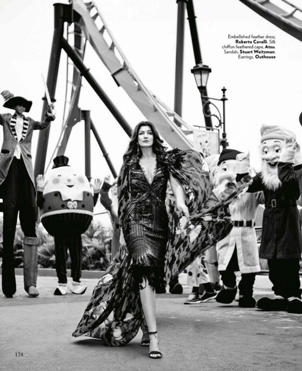 twinkle-khanna-photoshoot-for-vogue-magazine-august-2014- (2)