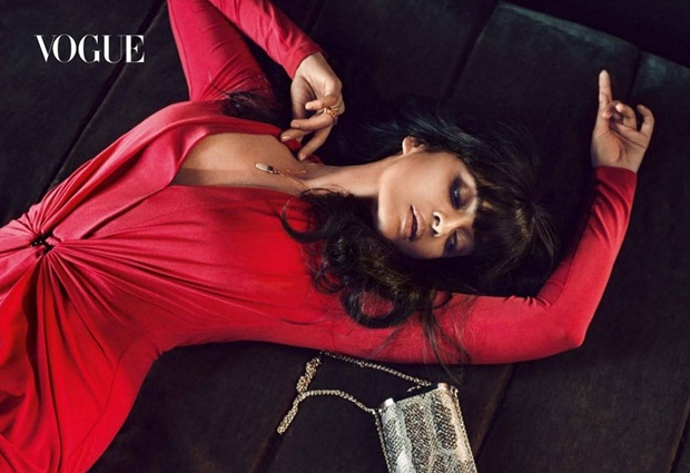 aishwarya-rai-photoshoot-for-vogue-magazine-march-2015- (2)