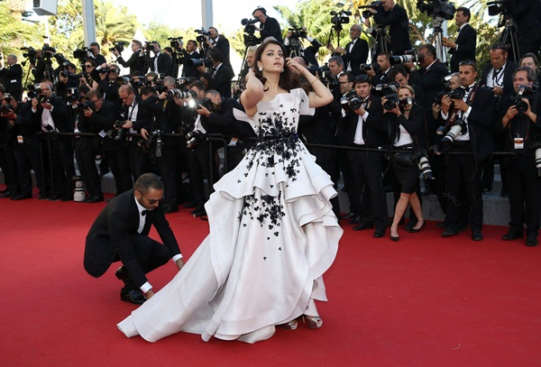aishwarya-rai-at-cannes-premiere-of-youth-2015- (10)