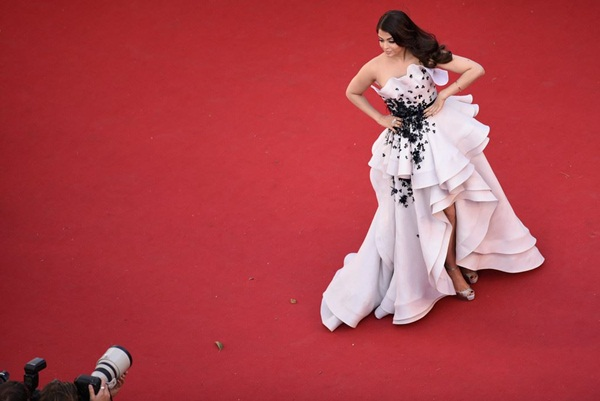 aishwarya-rai-at-cannes-premiere-of-youth-2015- (4)
