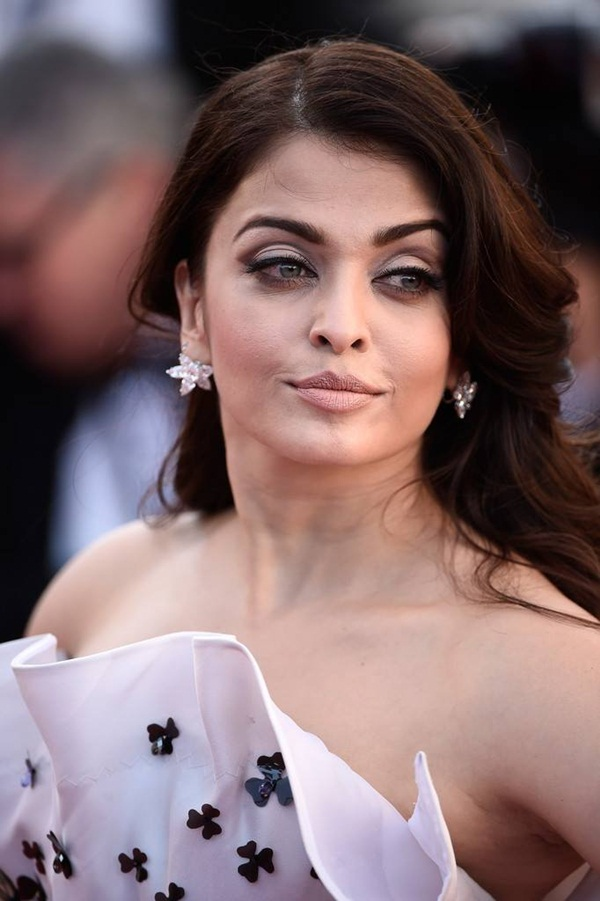 aishwarya-rai-at-cannes-premiere-of-youth-2015- (6)