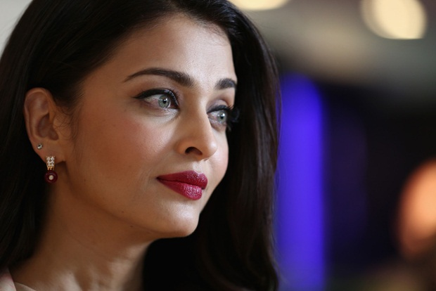 aishwarya-rai-at-cannes-un-women-panel-2015- (16)