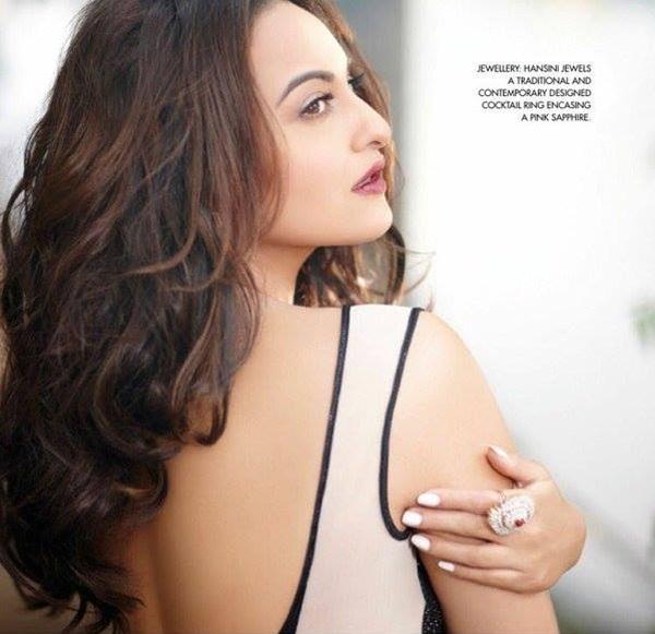sonakshi-sinha-photoshoot-for-cine-blitz-december-2015- (10)