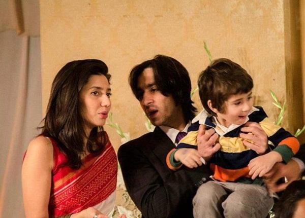 mahira-khan-family-photo-1
