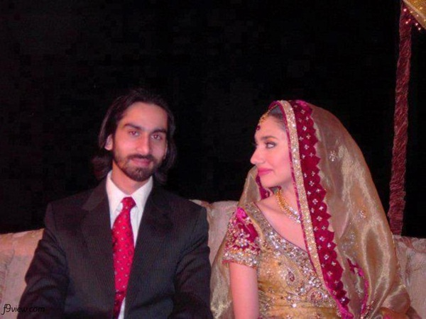 mahira-khan-with-husband-3