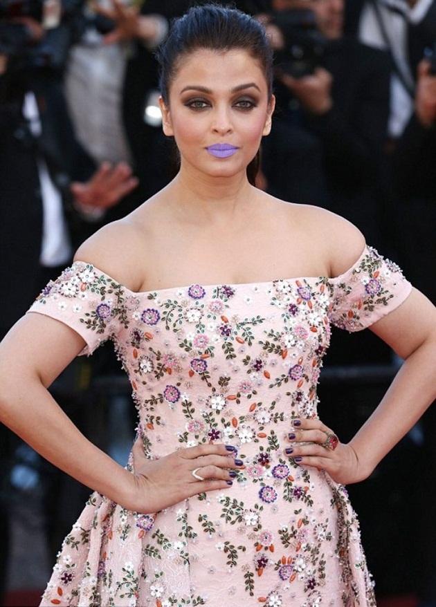 aishwarya-rai-in-cannes-film-festival-at-mal-de-pierres-premiere- (22)