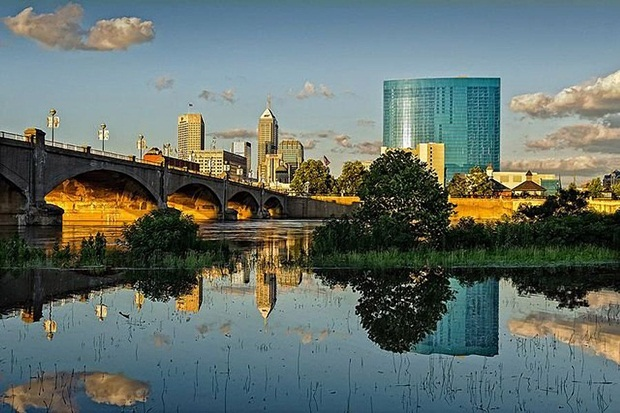 grand-buildings-reflected-in-water- (15)