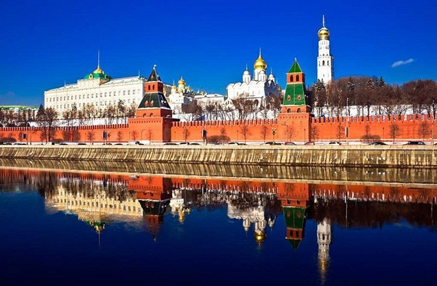grand-buildings-reflected-in-water- (16)