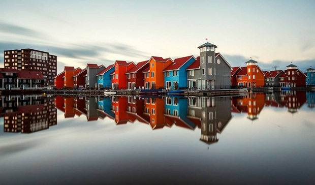 grand-buildings-reflected-in-water- (20)