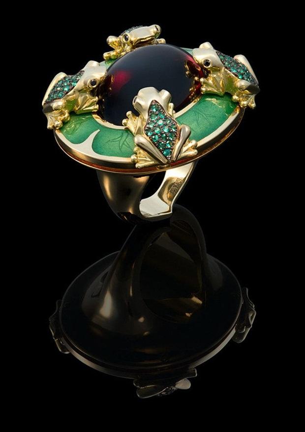 elegant-jewelry-with-precious-diamonds-and-stones- (9)