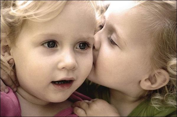 cute-babies-kisses- (1)
