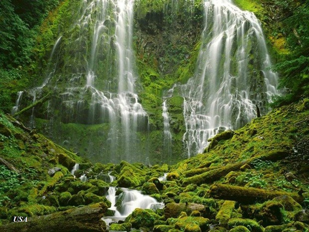 photos-of-beautiful-waterfalls-around-the-world- (12)