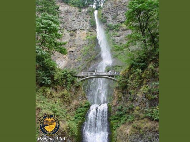 photos-of-beautiful-waterfalls-around-the-world- (7)