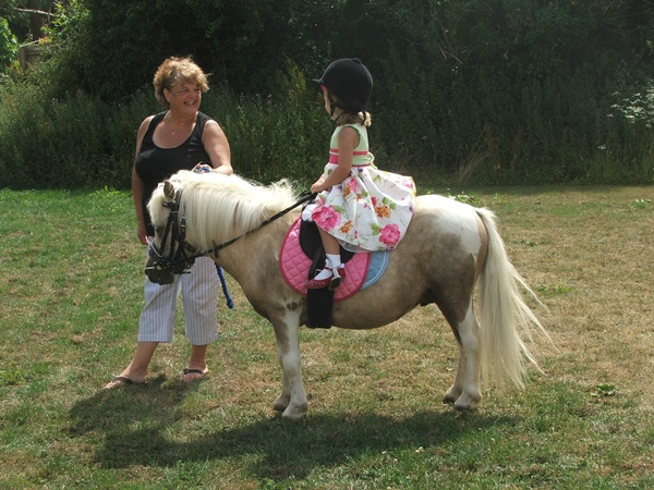 pictures-of-children-and-animals- (11)