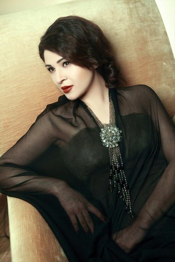 ayesha-omer-fashion-jewelry-photoshoot- (8)