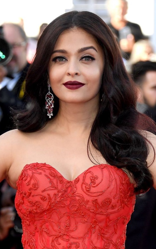 aishwarya-rai-in-red-gown-at-cannes-film-festival-2017- (1)