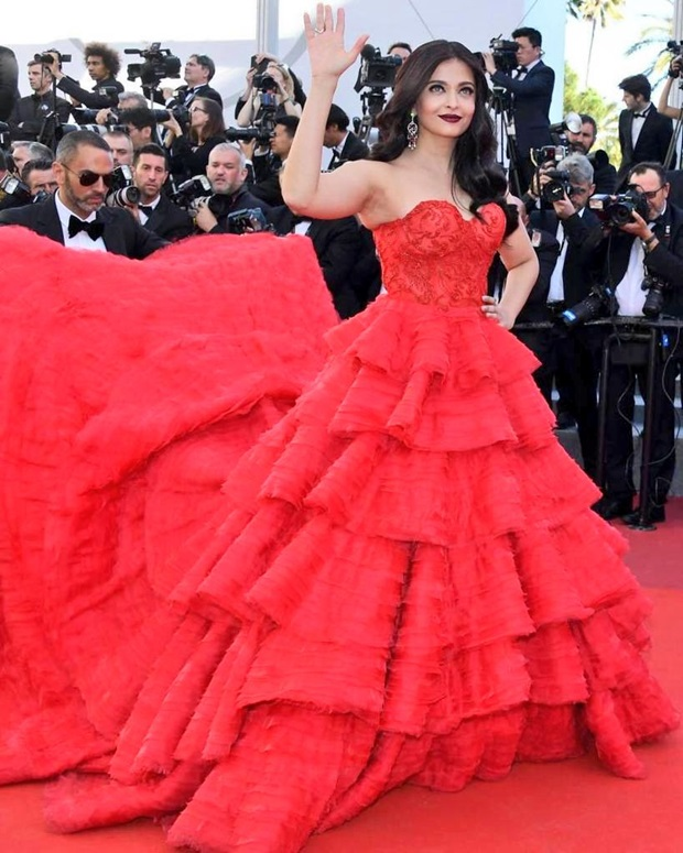 aishwarya-rai-in-red-gown-at-cannes-film-festival-2017- (16)