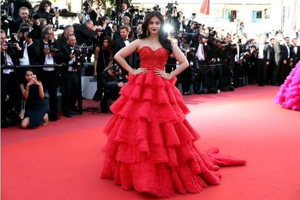 aishwarya-rai-in-red-gown-at-cannes-film-festival-2017- (18)