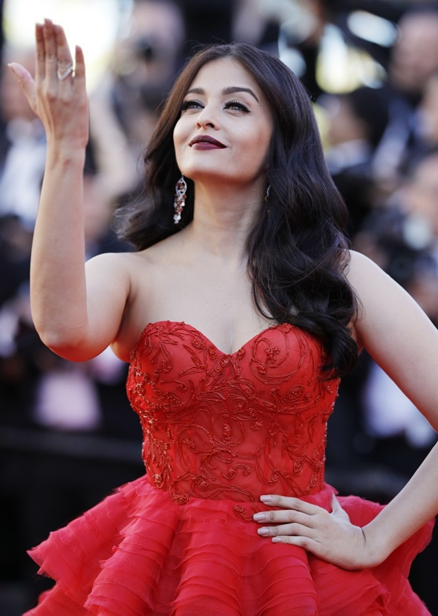 aishwarya-rai-in-red-gown-at-cannes-film-festival-2017- (2)
