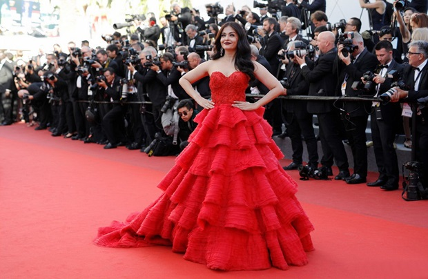 aishwarya-rai-in-red-gown-at-cannes-film-festival-2017- (24)
