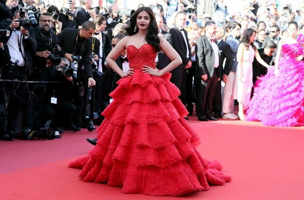 aishwarya-rai-in-red-gown-at-cannes-film-festival-2017- (34)