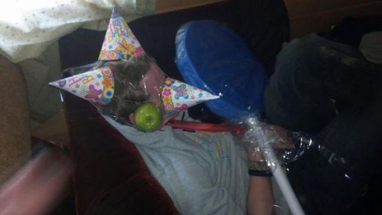 have-fun-with-drunk-friends- (17)