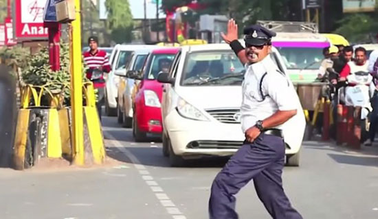 This cop Moonwalks to make people respect and follow traffic rules… Amazing