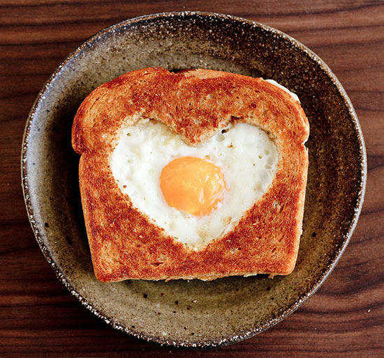 20 creative & delicious ideas for the ultimate Valentine's Day breakfast in bed!