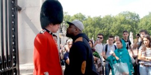 This Big Thug Insults The Queen's Guard And Regrets It Immediately!