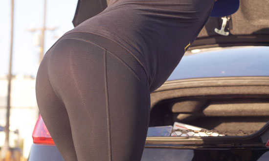 Man Wears Yoga Pants to Trick Straight Guys Into Checking Out His Ass