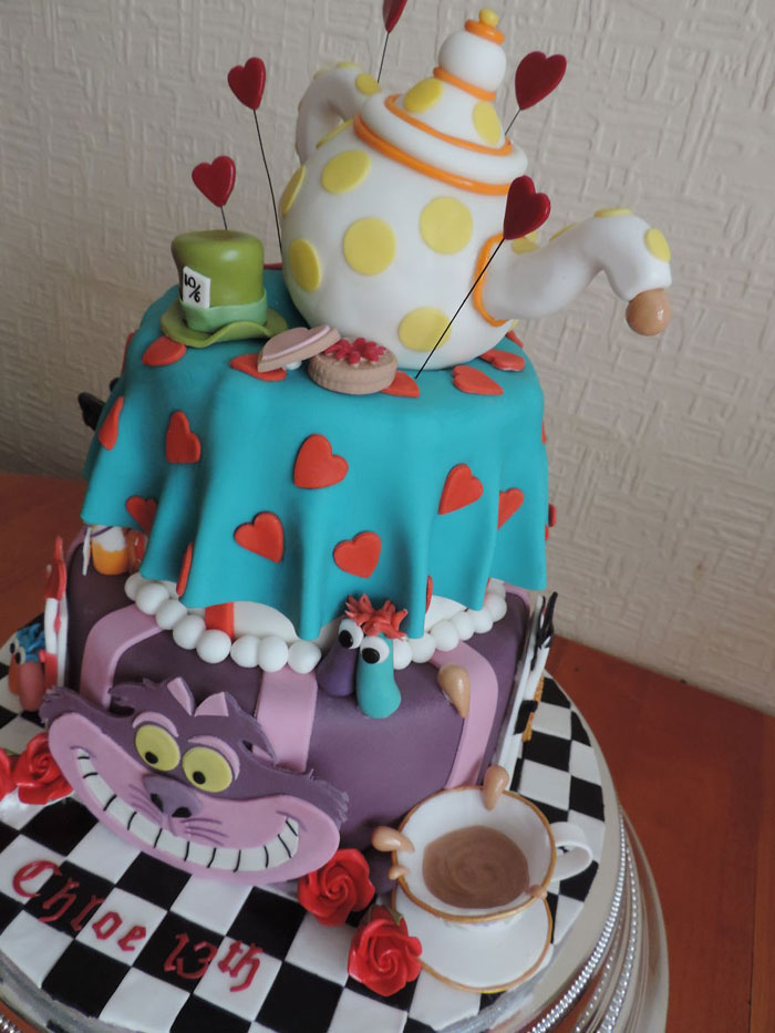 Awesome Cakes - Alice in Wonderland Cake