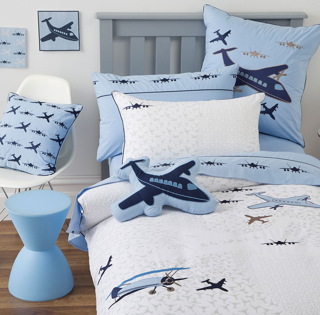 Top Aeroplane Airplane Bedding - flying-close_1  Best Photo Reference_119262.jpg