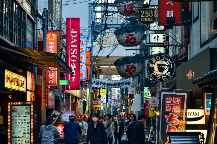 Street_In_Old_Town_Osaka_(254929913)