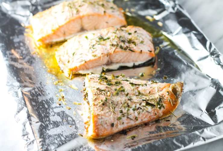 A flavorful four ingredient main dish, this Low FODMAP Salmon with Rosemary and Chives is delicious and packed with heart-healthy omega-3's.