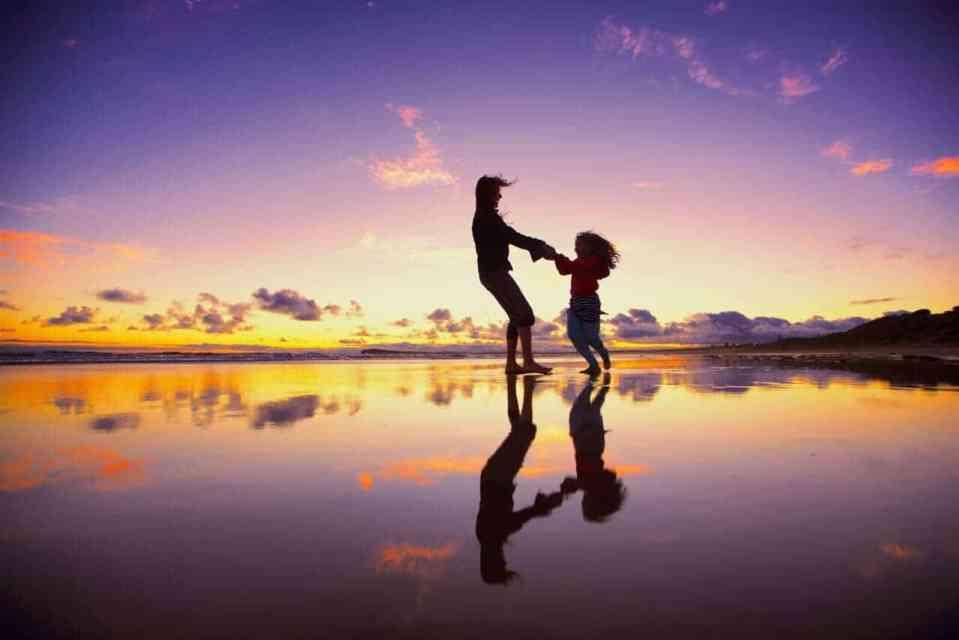 sunset-dance_t20_j1dJKr (1)