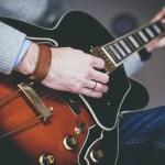 ギターを始めたいけど、エレキギターがいいのアコースティックギターがいいの?